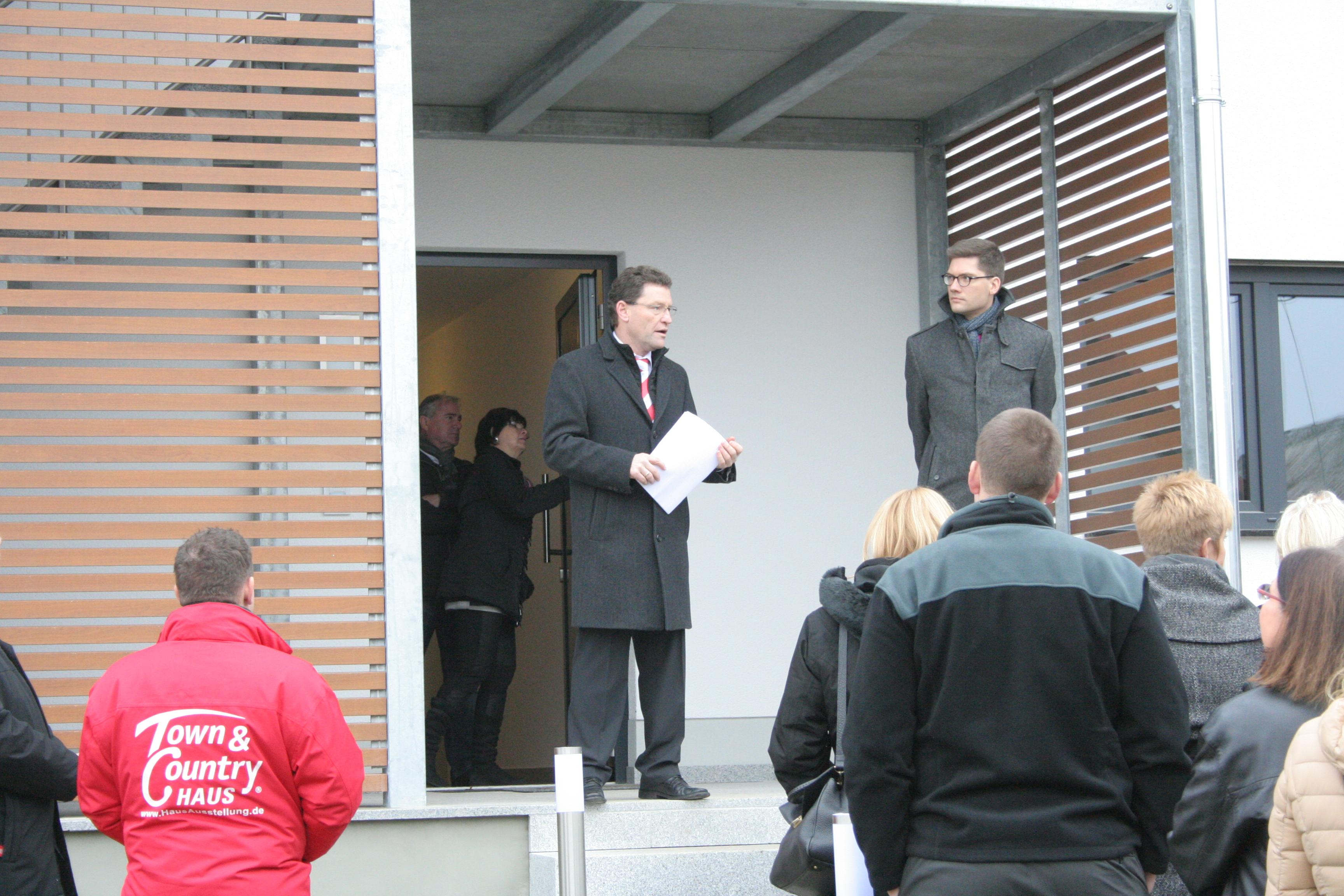 Mehrgenerationen-Plusenergie-Haus eingeweiht