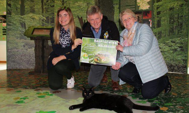 Tombola im Wildkatzendorf mit Gewinnerauslosung beendet