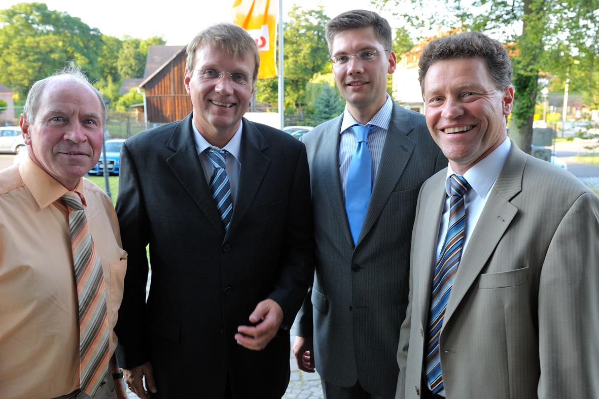 Unternehmergespräch im Schulungszentrum von Town & Country Haus mit Generalsekretär der CDU