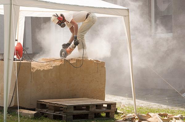 Bildhauer wirbeln Staub auf in der UNESCO-Welterberegion Wartburg-Hainich