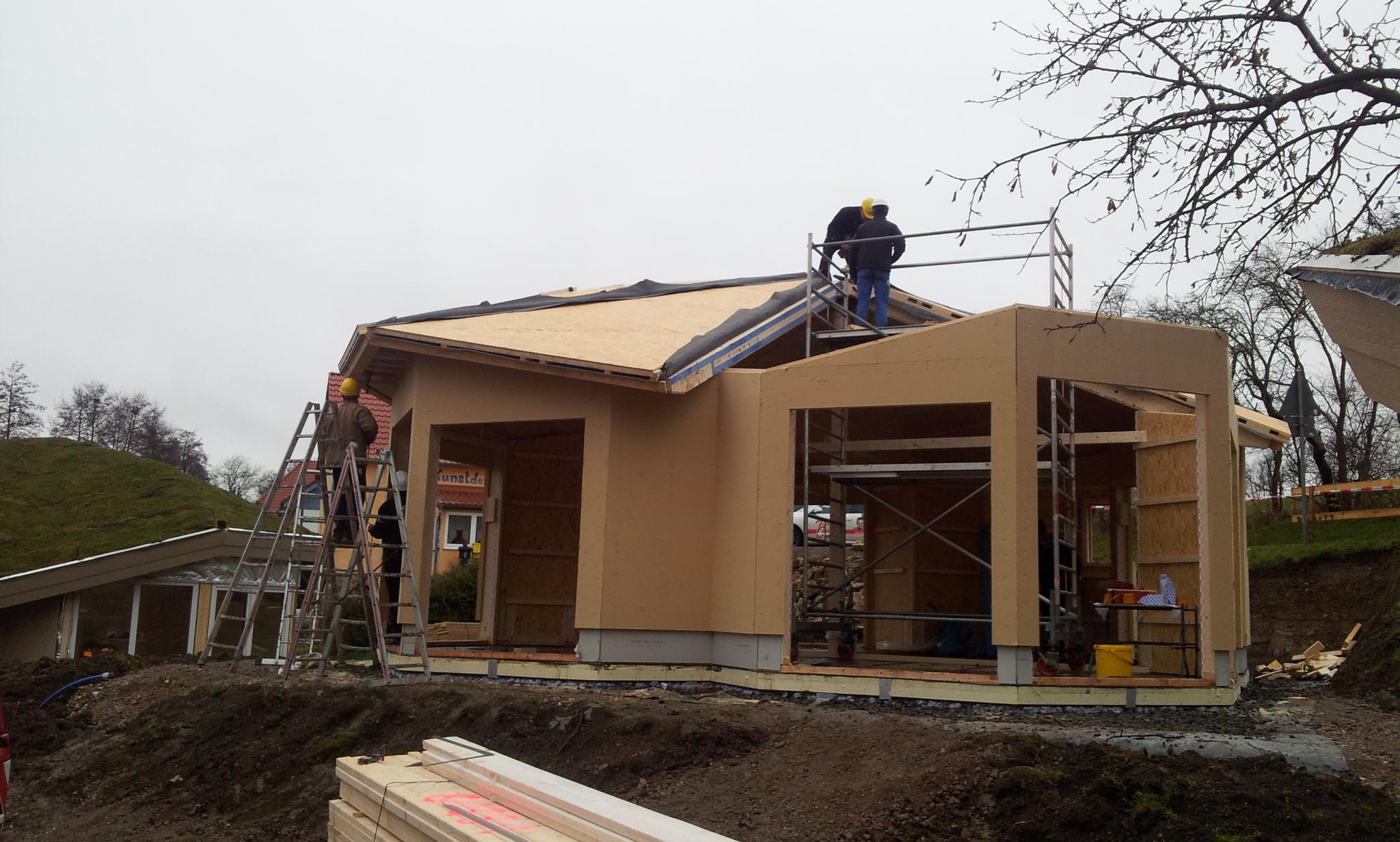 Aufbau des dritten Wohlfühlhauses in nur einem Tag in Hütscheroda
