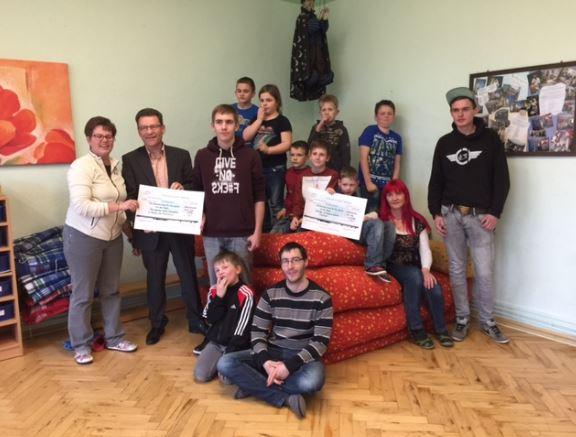 Vielfältiges Programm für Kinder und Jugendliche erhält Unterstützung: Town & Country Stiftung vergibt 1000 Euro-Spende an den Internationalen Bund IB Mitte