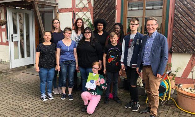 Familien- und Flüchtlingshilfe Aufwind e.V. wird mit 1.000 Euro durch die Town & Country Stiftung gefördert
